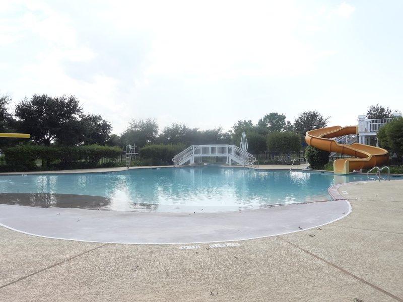 grand lakes pool9