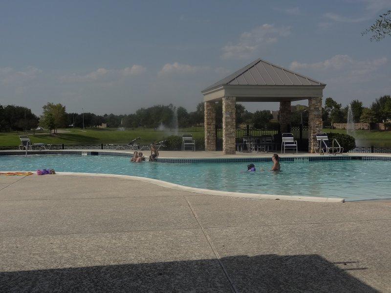 grayson-lakes-pool1